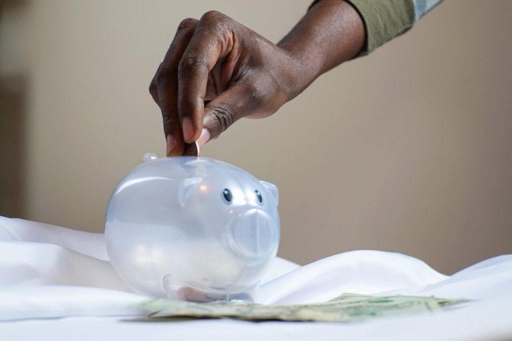 Por que muitos ainda investem na poupança?